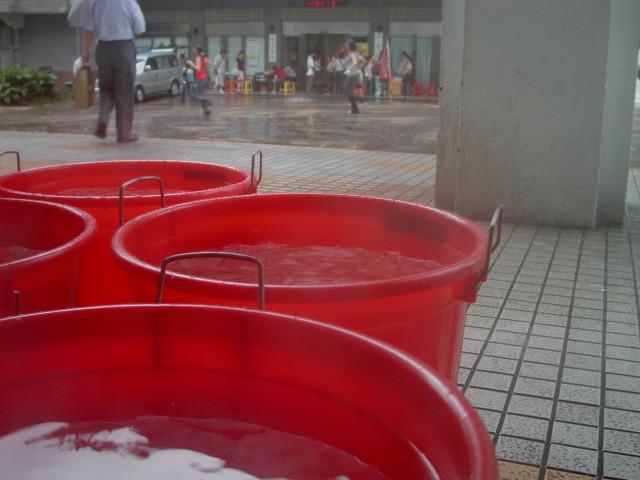 八个大水桶解决日常清洁